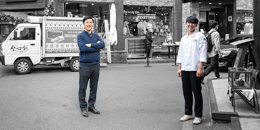 왼쪽 박삼화 상무이사, 오른쪽 손지민 계장