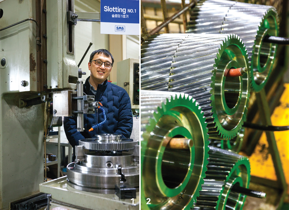임규철 대표와 1호 공작기계 / 에스엠지 생산 제품